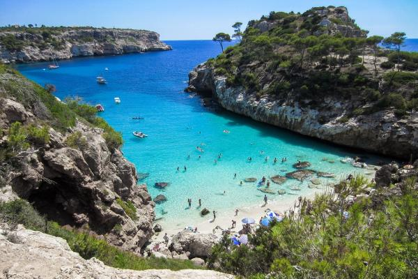 Beach in Mallorca Spain - pixabay.com - https://pixabay.com/en/beach-mallorca-booked-cliff-nature-2100369/